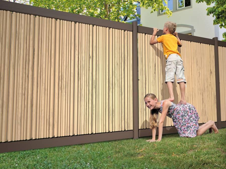 Zäune für den Garten lassen sich aus Holz ganz persönlich gestalt