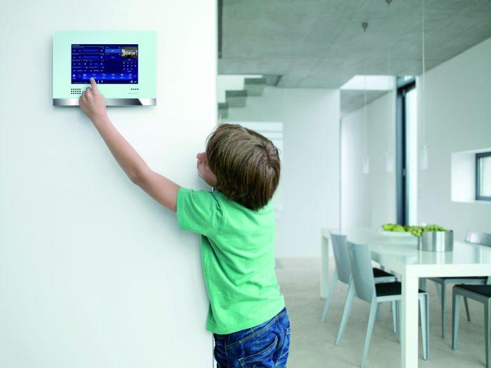 hausbautipps24 smart home kooperationen vernetzen hausautomatisierung mit k che und bad. Black Bedroom Furniture Sets. Home Design Ideas