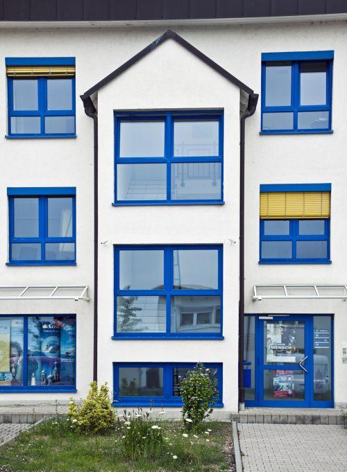 Gut gemocht Hausbautipps24 - Mut zur Farbe – Farbige Fensterrahmen liegen voll MG62